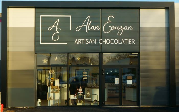 enseigne pour le chocolatier alan eouzan